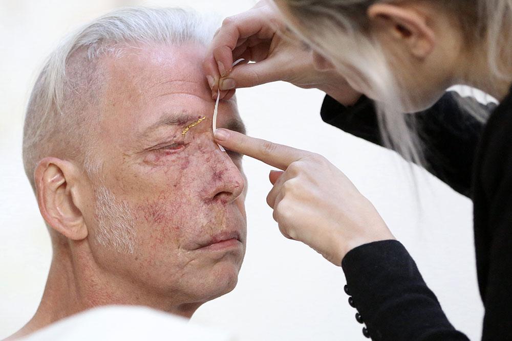 Hélène Gugenheim, Mes cicatrices Je suis d'elles, entièrement tissé. Olivier, 15 septembre 2015. Photo : Florent Mulot