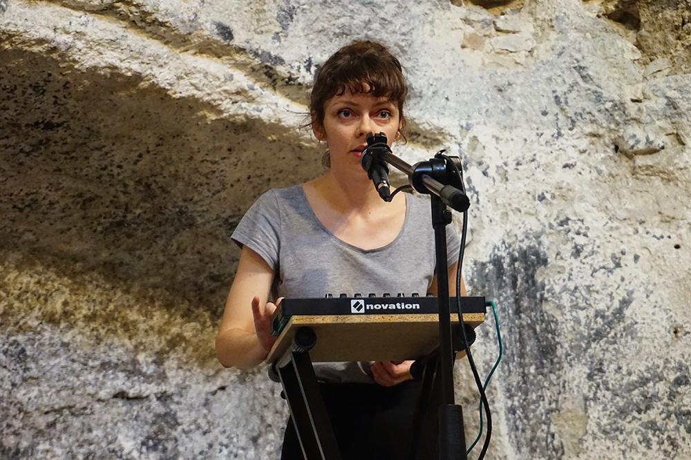 Chute en suspens, Flore Saunois, 28 septembre 2019, chapelle des Cordeliers. Crédit : Et de nos bouches sortent des diamants, des crapauds et des rires